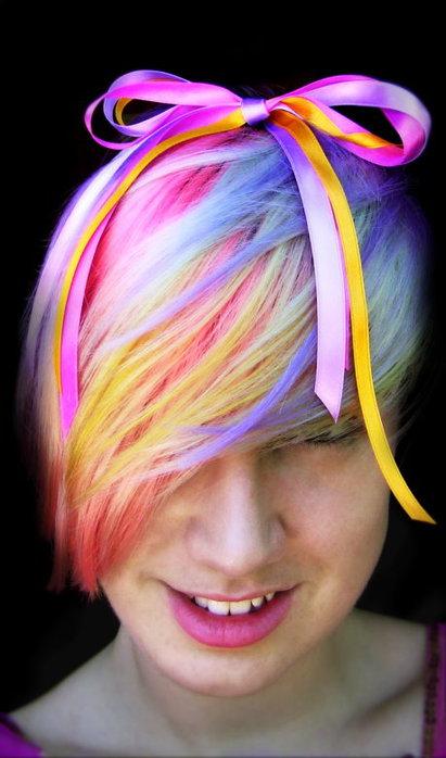 Красим волосы аэрозолью на Хэллоуин
