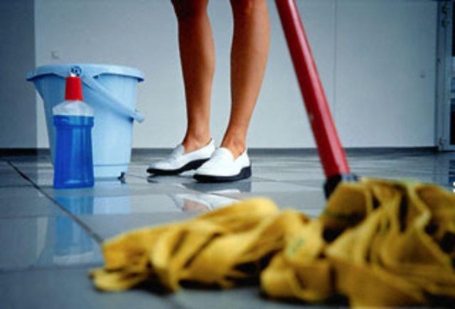 Мытьё полов. Важность влажной уборки